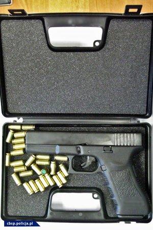 zabezpieczona broń i inne przedmioty