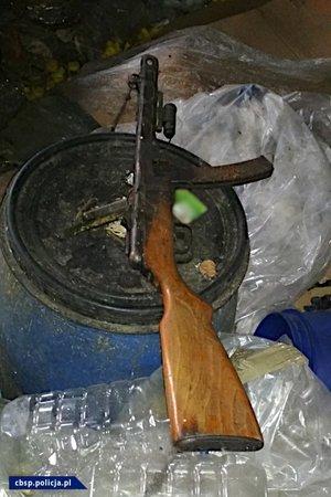 policjanci cbśp, zatrzymany i zabezpieczona broń