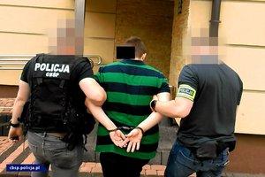 policjanci CBŚP i zatrzymani