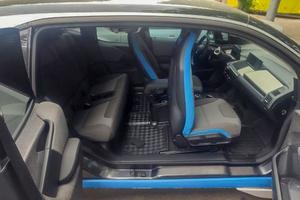 Wnętrze zabezpieczonego samochodu.